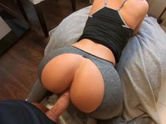 Udělal se na ni po krátkém sexu zezadu