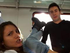 šukají ve vlaku