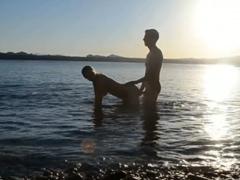 Vyjebal přítelkyni na dovolené v moři