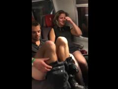 Trapas, přistihl opilý pár při kuřbě ve vlaku