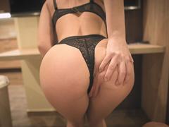 Nadržená spolubydlící chce neustále sex