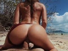 Amatérský pár šuká na písečné pláži