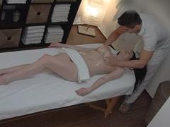 Česká masáž – masér zneužívá klientky